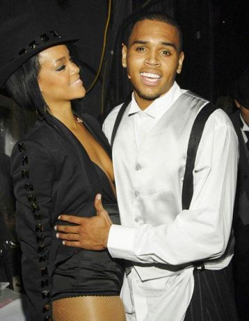 Chris Brown and Rihanna are OFFICALLY DATING!